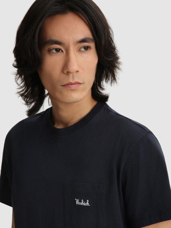 T-shirt Blu con Taschino Woolrich